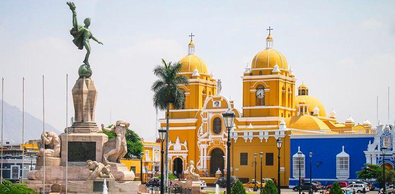 Visita la Plaza de Armas