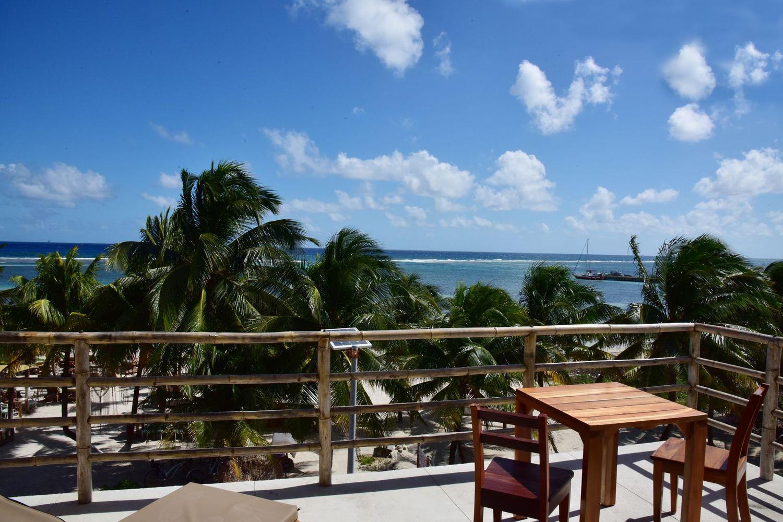 Noah Beach Hotel & Suites